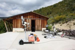 Plateforme et hangar de rangement du matériel